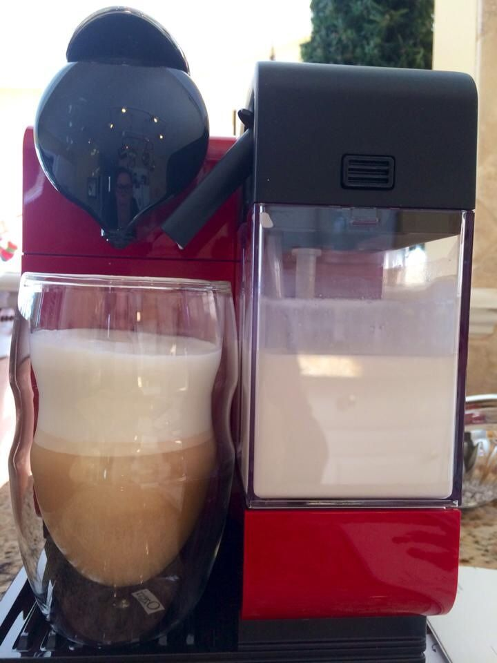 Nespresso Latissima Plus. Easy, delicious specialty coffeehouse drinks for 50-70 cents a cup! cafeteras