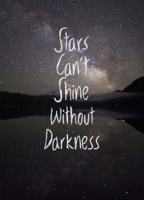 las estrellas brillan cuando hay oscuridad