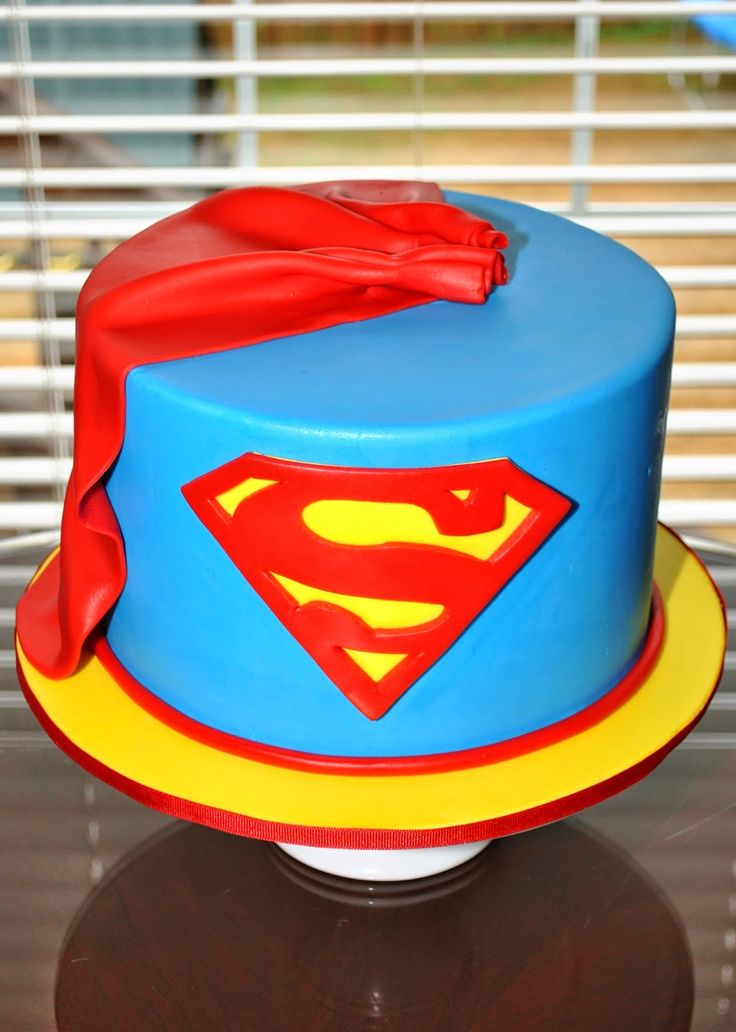 25 Best Ideas About Superman Cakes On Pinterest