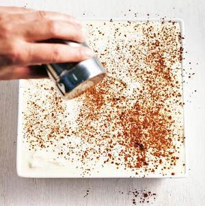 Recept - Tiramisu    Makkelijke recept, zo gemaakt in een half uurtje. Perfect voor een etentje wanneer iedereen wat meeneemt en jij voor het toetje moet zorgen!
