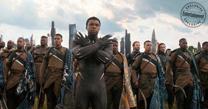"""EW Descripción """"Las primeras líneas de #Wakanda"""" #MBaku luchando junto a su rey #TChalla con el #CaptainAmerica y #Bucky (Lobo Blanco) de pie entre los soldados de la tribu fronteriza. Ahora que Wakanda se ha abierto al mundo la nación fantástica necesita protegerlo.   #WakandaForever #AvengersAssemble #Avengers4 #AvengersAgeofUltron #AvengersInfinityWar #ThanosIsComing #BlackOrder #WKabi #Okoye #DanaiGurira #DanielKaluuya #ChadwickBoseman #ChrisEvans #SebastianStan #FunkoPops #MarvelNews…"""