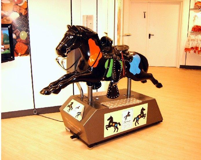 Palomino paard bij c&a