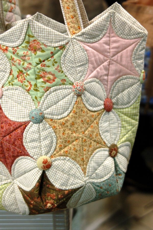 Love this hexagon pattern variation. I would love to make an entire quilt with this pattern!