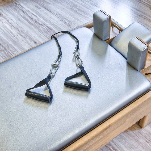 Pilates yaparken performansınızdan ödün vermeden iyi görünmek ve iyi hissetmek için stilefit.com'a tıklayın, aktif giyim modasını keşfedin. #farkyarat