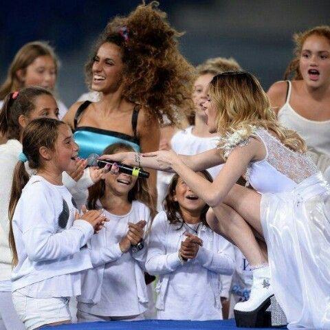 Tini Stoessel en el Estadio Olímpico de Roma en la apertura del Partido por la Paz