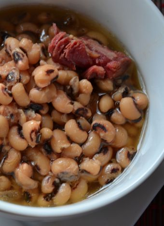 #CrockPot Black Eyed Peas.  The best #recipe I have found for these! via MomsWithCrockpots.com