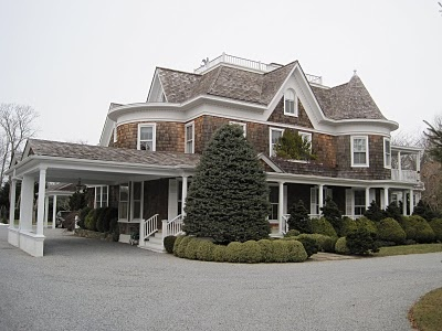 Nice porte cochere not over the top like a lot i 39 ve seen for Cottage house plans with porte cochere