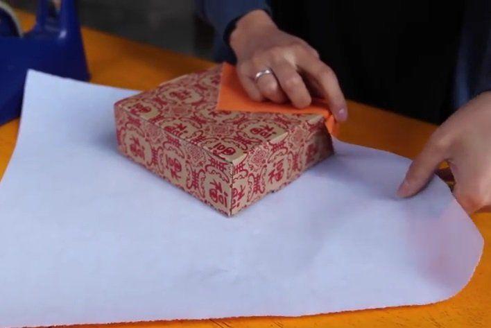 Cadeautjes+inpakken+doen+wij+allemaal+verkeerd,+de+Japanse+manier+is+veel+sneller+en+mooier!