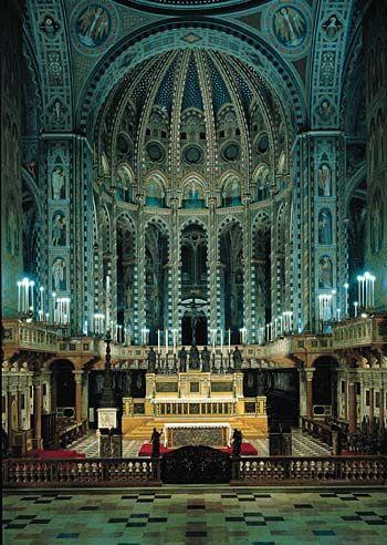Interior of the Basilica di sant'Antonio, Padua--impressive!