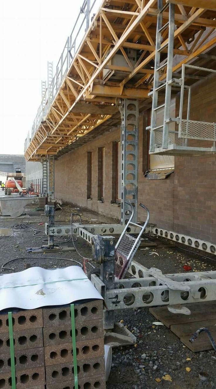 Adjustable platform scaffolding