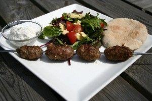 Græske Grill-spyd med Tzatiki