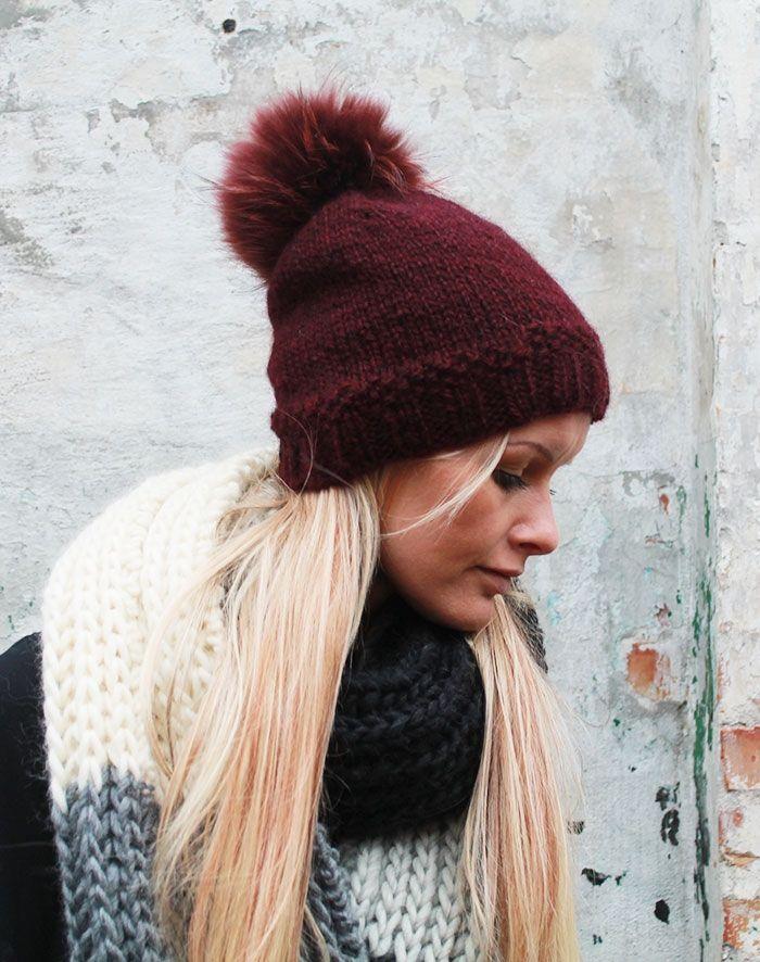 håndstrikket hue i norsk pelsuld med kvast
