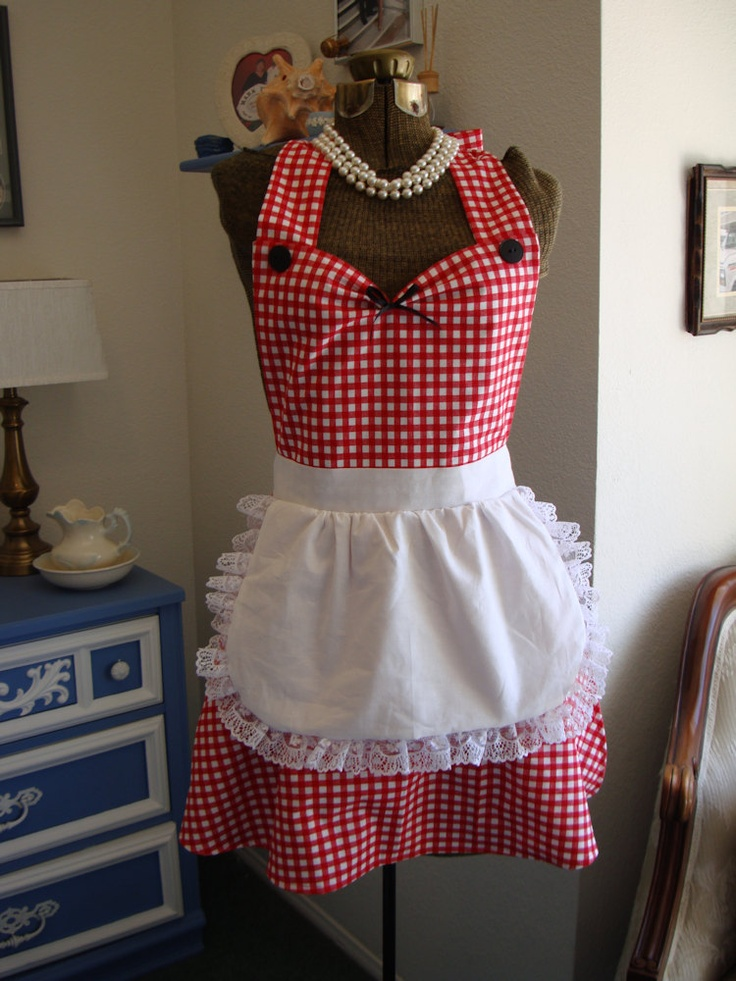 apron with an apron ~ complete with pearls!  I can picture my Glorious friend wearing this while creating her amazing cakes!
