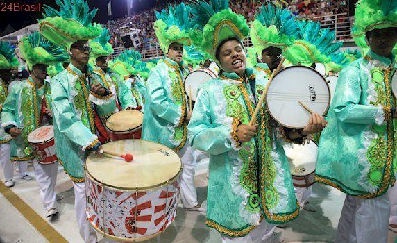 MUG define que Amores de Carnaval é o tema da escola para 2018