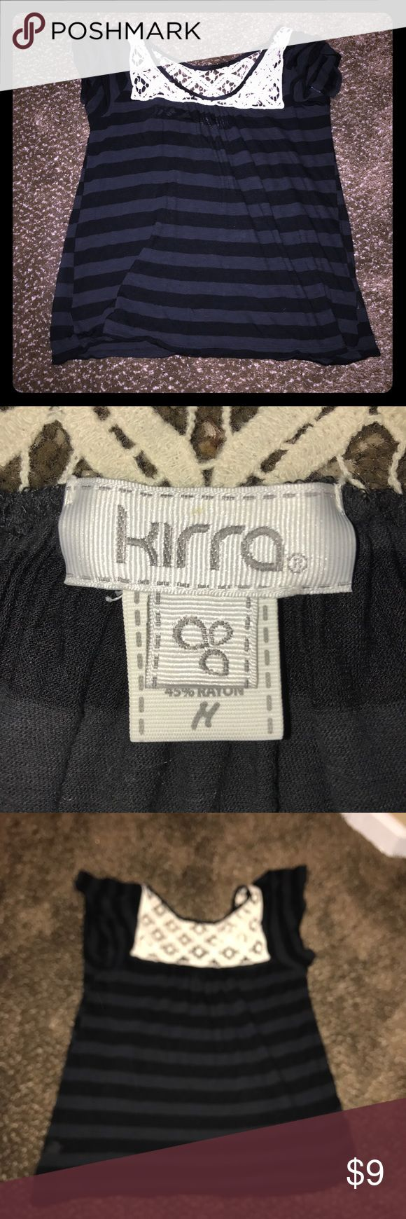 Kirra top Like new striped top. Size medium Kirra Tops Tees - Short Sleeve