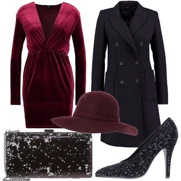 Per questo outfit: vestito corto con scollatura profonda color marsala, cappotto doppiopetto nero classico, décolleté e pochette con paillettes nere per rendere il look luminoso e un tocco di stile col cappello a tesa larga.