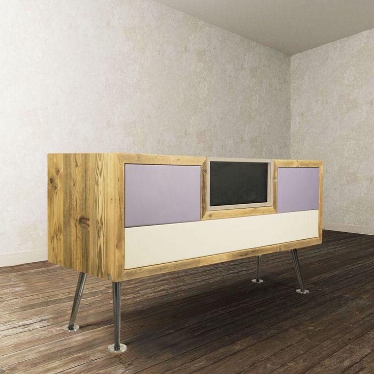 COMÖ in stile vintage e minimal, dal design ricercato, è composto da elementi in legno, stoffa e ferro. I rivestimenti sono in tessuto e sfoderabili ma anche personalizzabili con molteplici combinazioni di colori e tessuti, è formato da due cassetti laterali e da una parte centrale che è contenitiva, quest'ultima può essere composta da un sistema di amplificazione bluetooth. Queste innovazioni rendono COMÖ multimediale, guardando al passato ma con un occhio orientato al futuro.
