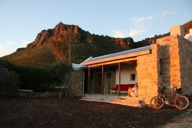 Golden Sunset - Dirk se Huisie - Golden Sunset offers comfortable accommodation in a quaint cottage called Dirk se Huisie. The cottage is located on a working farm called Looprivier; it is about 190 km from Cape Town. The cosy cottage ... #weekendgetaways #citrusdal #southafrica