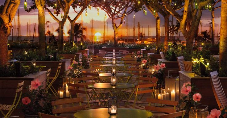 A sweet blend of city-chic, with sultry nightclubs and a restaurant by Iron Chef Morimoto, two minutes from the breaks at Waikiki Beach