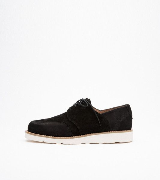 TOVE SHOE WITH BROUGE DETAIL AND VIBRAM SOLE · BLACK
