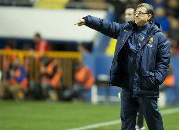 FC Barcelona, Tata Martino Director Técnico instruyendo.1 Levante 1-1 FC Barcelona. [19.01.14]