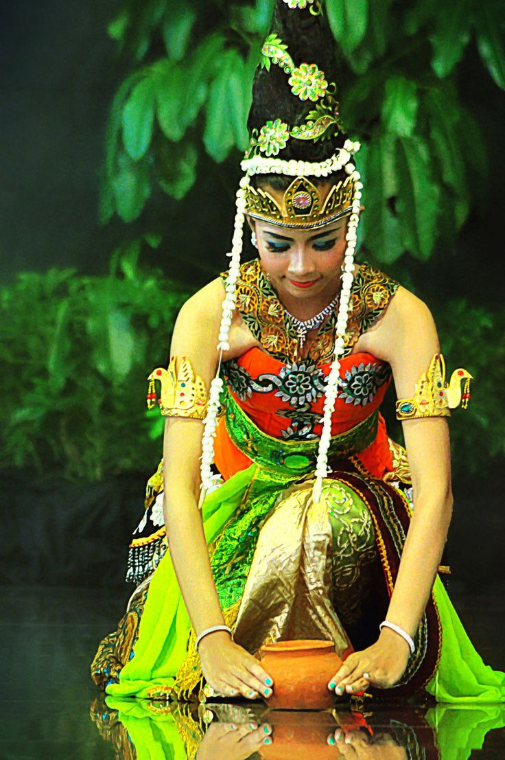 traditional dancer, kediri, indonesia