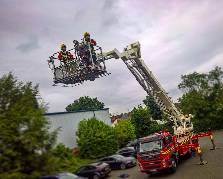 A little working at height training supported by the hydraulic platform �� �� #firelife #firefighter #fireservice #firedepartment #fire #work #westmidlands #aldridge #walsall #bilston #exploring #emt #ems #team #uk #uniform #selfie #pompier #adrenalin #summer #dayshift #chiefmiller #bomberos #beautiful #police #feuerwehr #reflective #brothers #brotherhood http://misstagram.com/ipost/1568253501397810008/?code=BXDjkAklDtY
