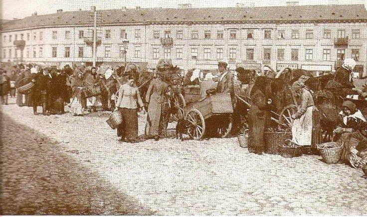 Plac Grzybowski w stronę ulicy Twardej.