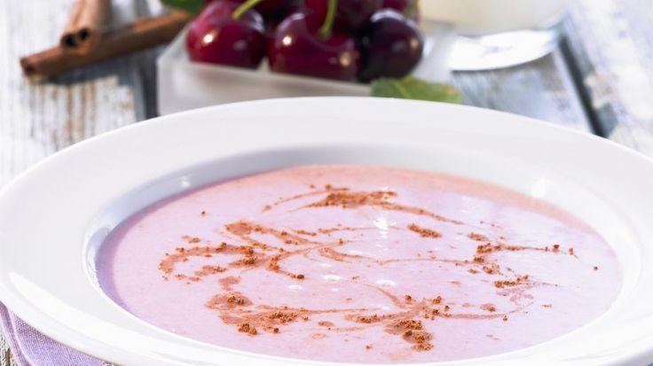 Diese etwas andere Suppe ist nicht nur schnell zubereitet, sie ist auch noch kalorienarm! Durch den Joghurt und die Buttermilch ist sie eine super Abkühlung an heißen Tagen. Mit Zimt bestreut bekommt die Kirsch-Suppe noch eine ganz besondere Note: Kirsch-Zimt-Suppe mit Zitrone |http://eatsmarter.de/rezepte/kirsch-zimt-suppe-mit-zitrone