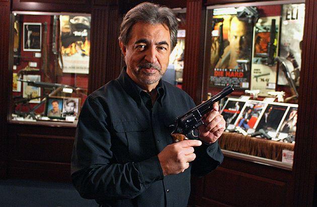 """Joe Mantegna  La estrella de la televisión a la red de el popular programa """"Mentes criminales"""" es también un abierto defensor de la Segunda Enmienda. Es un tirador al plato ávido y también dispara competitivamente con pistolas."""
