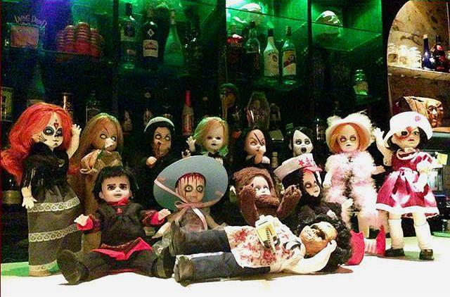 Imagine o monstro do Frankenstein, Jason Voorhees e Freddy Krueger espiando você enquanto você entorna o caneco? E muito mais, bonecas assassinas, bruxas e demônios. Bem, acabei de pagar 1.300 dóla…
