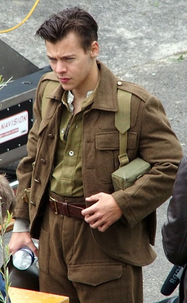 Harry Styles Looks Handsome With His Short Haircut?and in Uniform