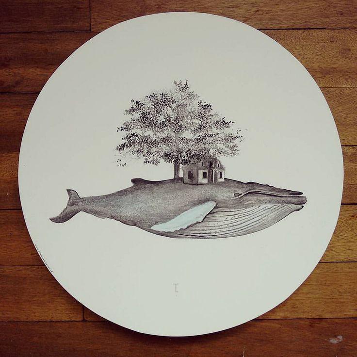 """Código postal: B A L L E N A Z U L 1"" plato giratorio centro de mesa pieza única #Himallineishon #whale #illustration #fantasy #LazySusan #homedecor"