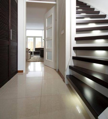 17 beste idee n over moderne trap op pinterest leuningen trappenhuis ontwerp en drijvende trap - Model interieur trap ...