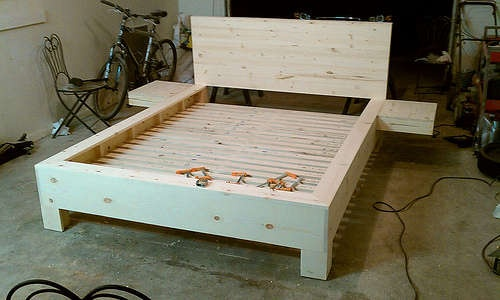 platform bed instructible w/Floating Nightstands