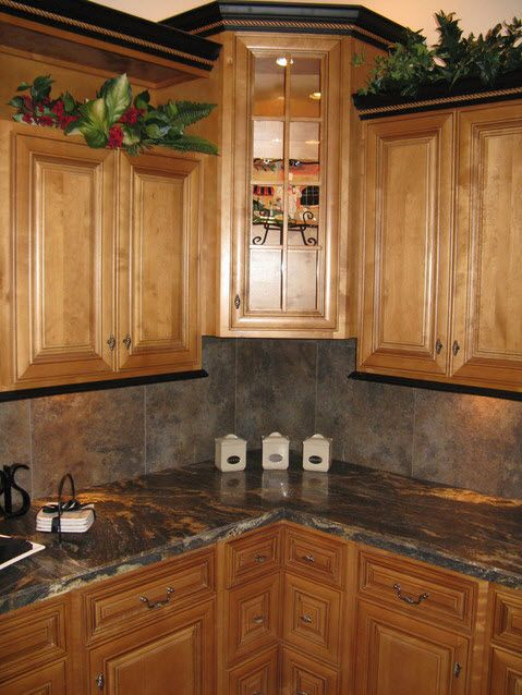 crown molding on kitchen cabinets this is pretty black crown molding with brown 14254