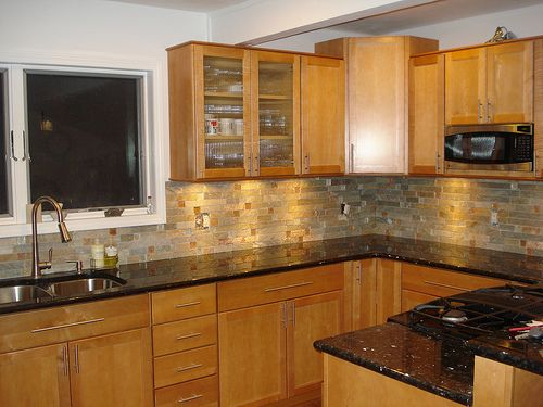 honey oak kitchen cabinets with black countertops bing images love the counter tops black appliances