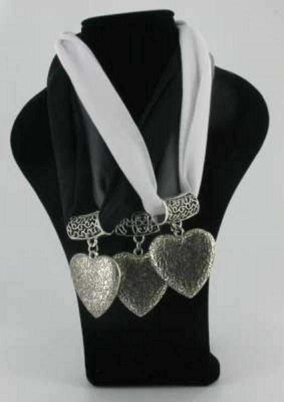 Sjaal ketting groot hart zwart grijs wit