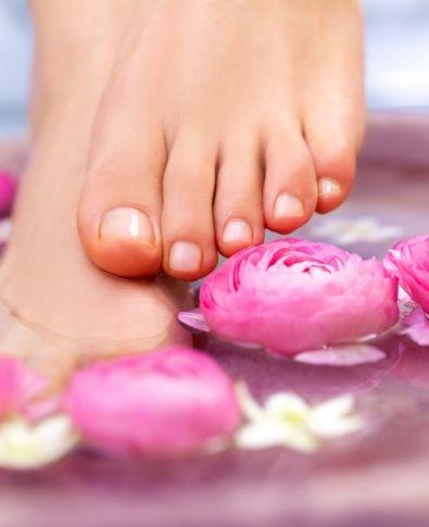Para pies de #alfombraroja, usa una piedra pómez para eliminar las durezas, callosidades y suavizar los talones.