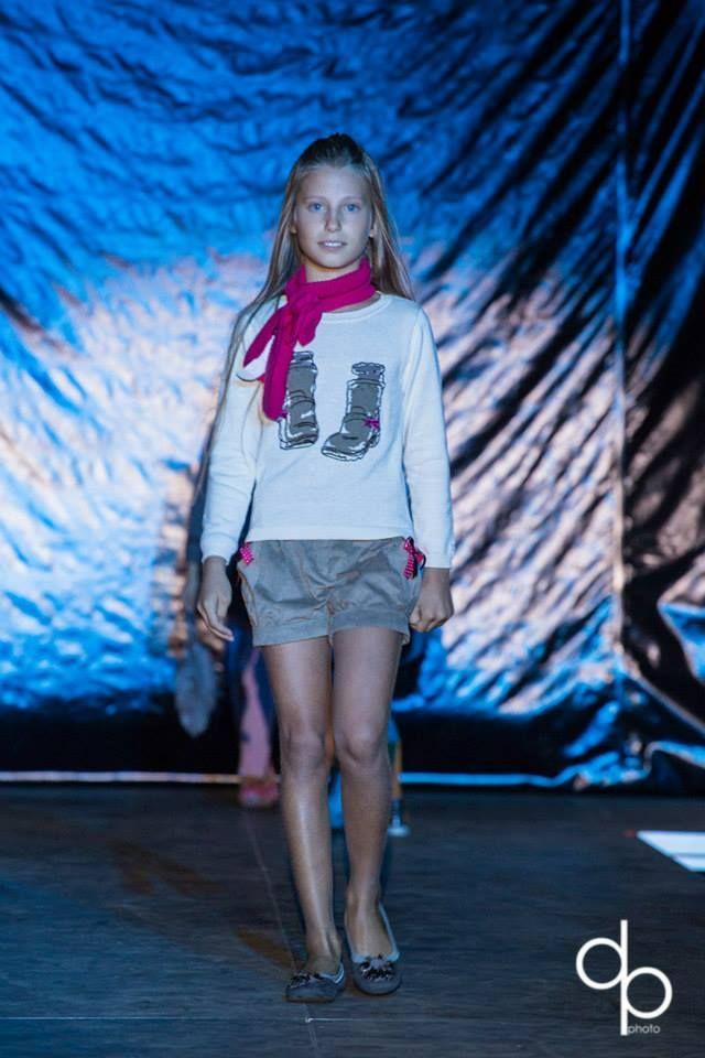 Defilè in Centro di Tutù Abbigliamento 0-14:  Lucrezia indossa capi di LILI GAUFRETTE