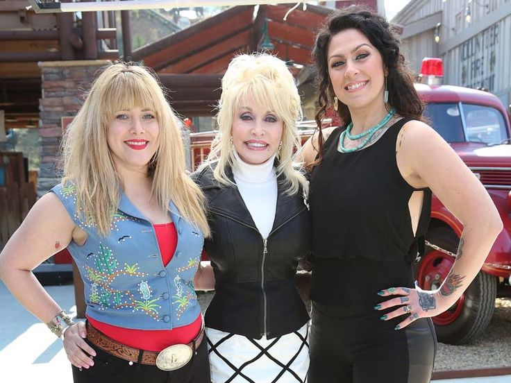 Dolly Parton, and Lauren Wray and Danielle Colby Cushman - American Pickers Cast