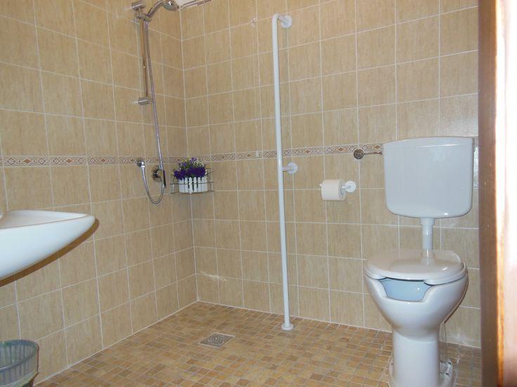 Oltre 25 fantastiche idee su bagno per disabili su pinterest idee per la festa e sedile doccia - Bagno barriere architettoniche ...