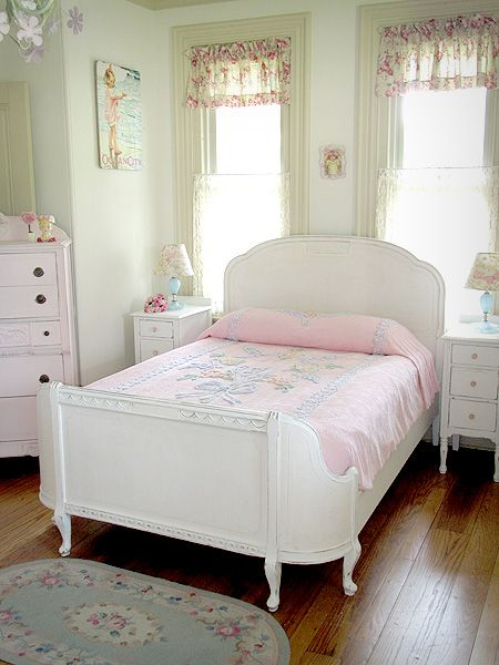Pretty White Full Size Curved Footboard Bed