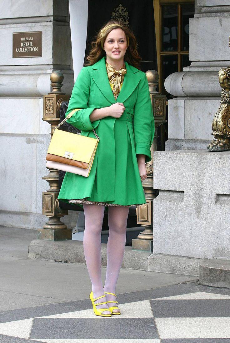 Зеленое модное женское пальто – фото новинка сезона