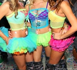 Cute team outfits!   #rave #raver #gogo #edc
