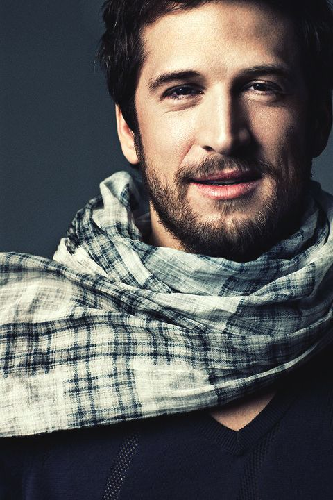 More men need to wear scarves!