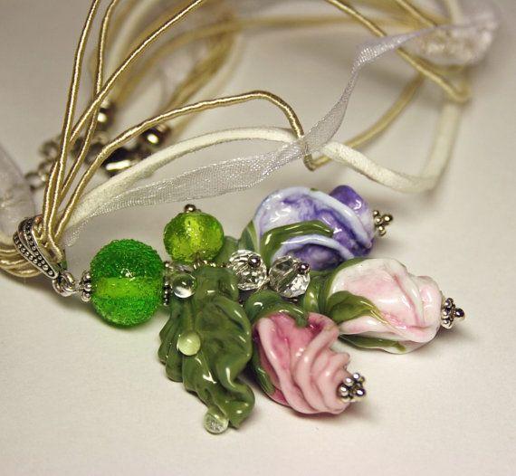 Collana di Murano fatto a mano con vetro di murano rosa germogli e foglie, collana in vetro, vetro Rose collana, ciondolo in, collana di fiori