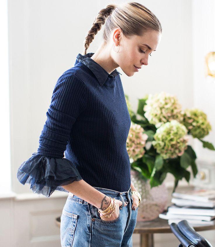 Pull moulant + chemise à poignets sophistiqués + jean vintage Levi's = le bon mix (photo Vestiaire Collective)
