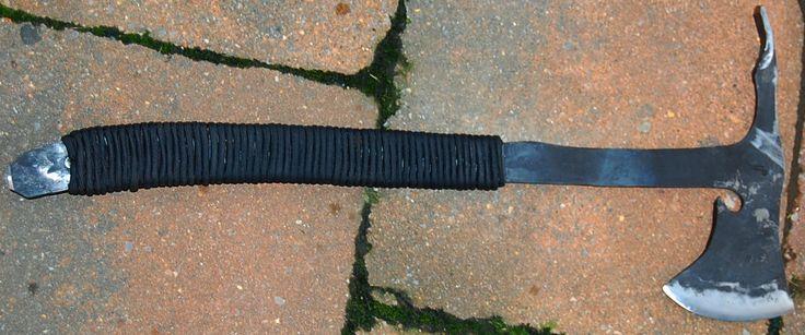 """Commande client  MOHAWK   forgé en Xc 75 avec trempes selectives  , tête de 18.5 cm , tranchant chisel droitier de  9 cm , spike pied de biche , brise cable , hors tout de 43 cm , poids de 505 gr   Customer's order  MOHAWK forged in 0.75 carbon steel with selectives tempers , head of 7.29 """", chisel edge of 3.54"""" , foot presser  spike , broken cable , oal of 16.93"""" , weight  pf 17.8 oz www.aufildelalame.fr"""