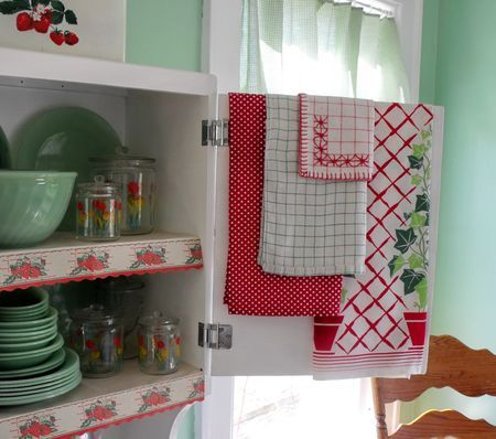 jadeite green with red: Jadeite Green, Kitchens Towels, Vintage Kitchens, Accent Towels, Red Kitchens, Green Kitchens, Vintage Linens, Feeding Sacks, Red Accent